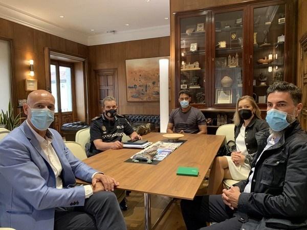 Ayuntamiento de León, Policía Local y sector hostelero se reúnen para abordar la vuelta al nivel 1 de alerta sanitaria