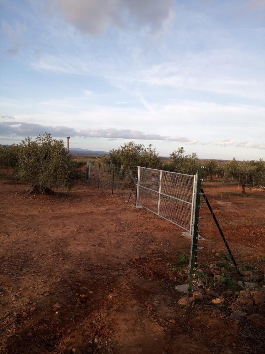 cerramientos en BAdajoz, alambradas y cerramientos