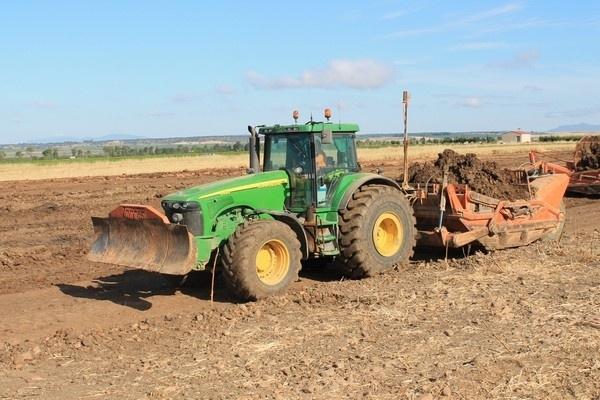 excavações, excavações em extremadura, excavações na espanha, excavações em portugal, tratores,