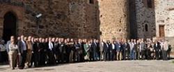 Un centenar de extremeños con dilatadas trayectorias profesionales inician debates sobre el futuro de la región