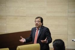 Fernández Vara insiste en que la sanidad pública precisa recursos para garantizar su viabilidad y sostenibilidad