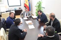 Los clubes de fútbol de Segunda B de Villanueva de la Serena, Badajoz, Almendralejo y Mérida, visitan al presidente de la Diputación.