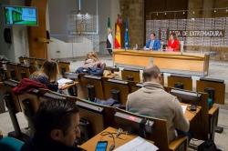 El consejero de Sanidad y Políticas Sociales ha informado que Extremadura es la 2º región donde menos invierte el Estado en materia de Dependencia.