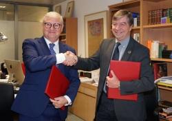 La Fundación Yuste y la Fundación Carolina firman un acuerdo de colaboración.