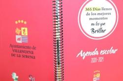 El Ayuntamiento reparte 300 agendas escolares con mensajes para evitar conductas adictivas