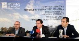 La Diputación de Badajoz y Agenex acuerdan estudiar una gestión agrupada para implantar el ahorro en el alumbrado público y los edificios municipales.