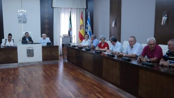 Ángel Vaquero, del centro de Cruz del Río, es el nuevo alcalde de los mayores