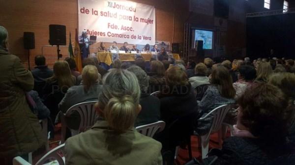 Fernández Vara destaca la importancia de concienciar sobre las campañas preventivas de enfermedades y el uso racional del sistema sanitario.