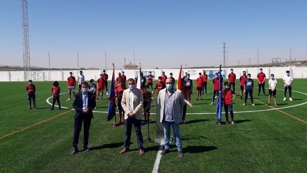 El presidente de la Diputación asiste a la puesta de largo del nuevo campo de fútbol de césped artificial de Guareña
