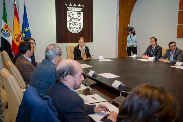 El presidente y el vicepresidente primero de la Diputación de Badajoz participan en una reunión del Consejo de Política Local de Extremadura