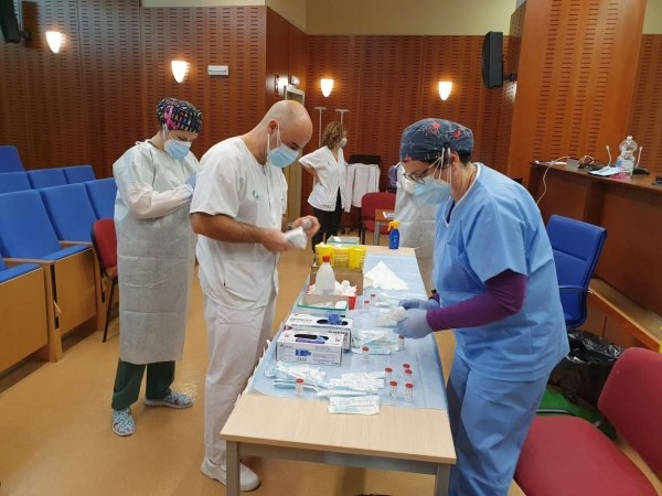 Extremadura ha administrado 27.067 dosis de la vacuna covid, el 31% a sanitarios