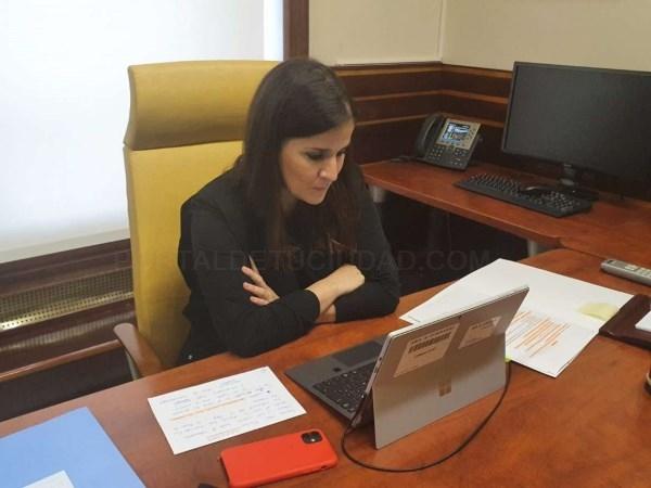 """Gil Rosiña destaca que ya se están eliminando """"las raíces"""" que impedían a las mujeres ocupar el liderazgo que les pertenece en los ámbitos de la Cienc"""