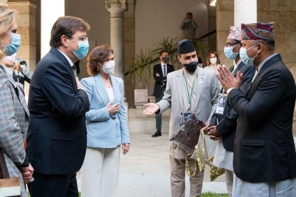 Fernández Vara y Carmen Calvo se reúnen con el presidente de la Asamblea Nacional de Nepal