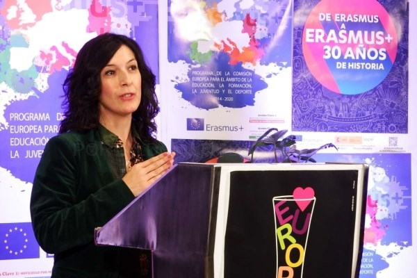 Esther Gutiérrez destaca la importancia de la Unión Europea en la cita para conmemorar la efeméride entre los centros educativos