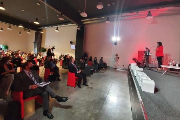 Gil Rosiña insta a la empresa extremeña a implementar y ejecutar los Planes de Igualdad para ser más productivas y eficaces