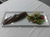 Milojas de berengena, tomate, queso, anchoas y olivada, buen comer en mercadal menorca