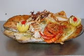 Ensaladilla rusa, gambas con ensalada, melón con jamón, ensalada especial de la casa