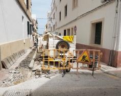 El primer tram del carrer de Santa Caterina de Maó romandrà tancat al trànsit fins al pròxim divendres a causa de les obres d'ampliació de les voreres