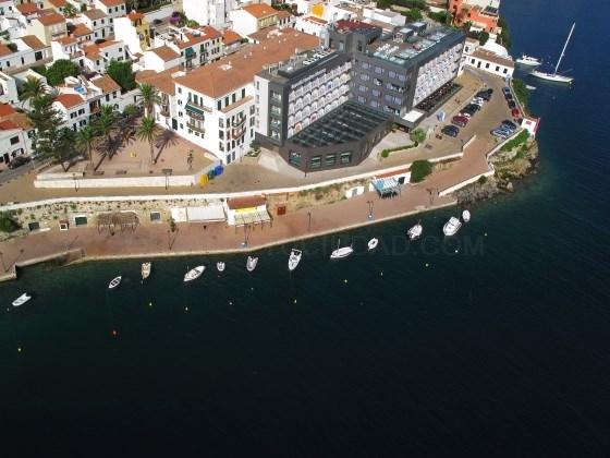 La APB saca a concurso la gestión de amarres deportivos en temporada alta en el moll d'en Pons i na Quefeis del puerto de Maó