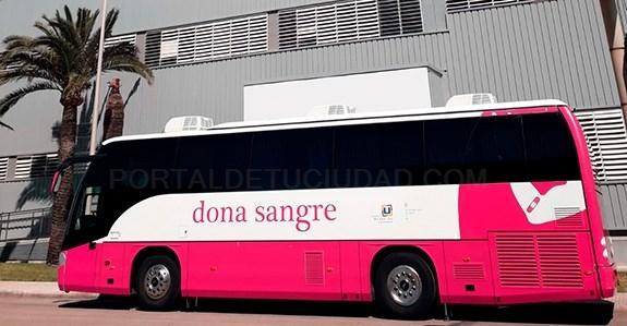 El bus del BSTIB recogió 87 bolsas de sangre en su recorrido por Menorca