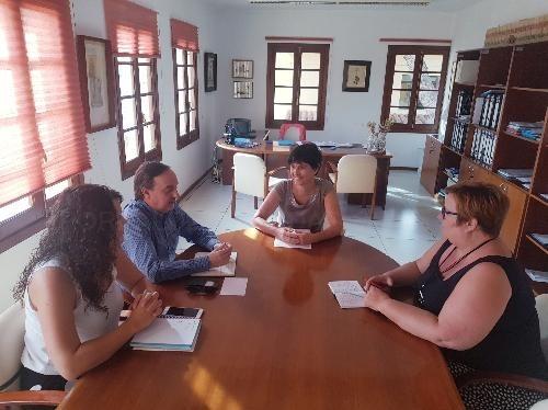 La senadora i el diputat per Menorca es comprometen a fer el seguiment dels jutjats de Santa Rita