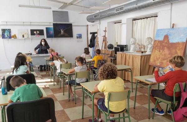 El Ayuntamiento d´es Castell suspende las clases de las escuelas municipales y las actividades dirigidas del polideportivo