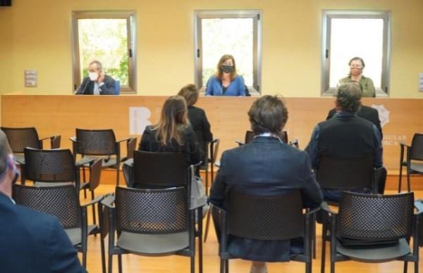 Armengol destaca en Menorca que unas 3.530 empresas y autónomos de la isla se podrán beneficiar de las ayudas directas del Estado
