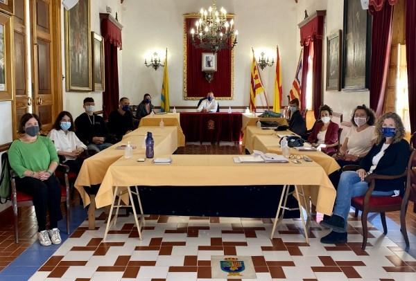 José Luis Benejam, Alcalde de Alaior,se reúne con el equipo del Área de Servicios Sociales