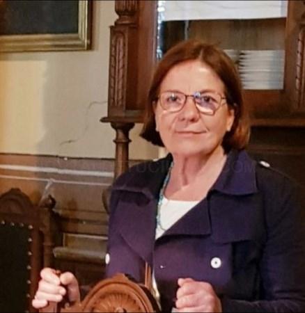 Josefina Salord Ripoll rep el Premi Maria Lluïsa Serra, a proposta de l'Ajuntament de Ciutadella