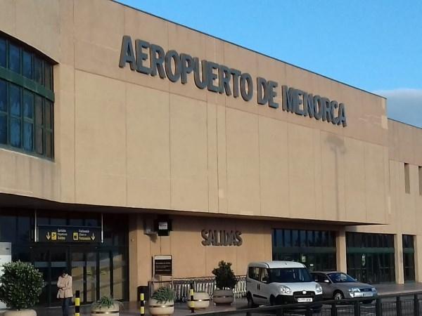 Compañías aéreas y marítimas refuerzan sus rutas con Menorca ante las buenas perspectivas de la campaña turística de 2021