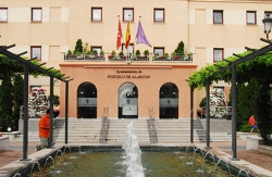 El Ayuntamiento informa a los vecinos de Coca de la Piñera de los avances de las actuaciones en sus viviendas