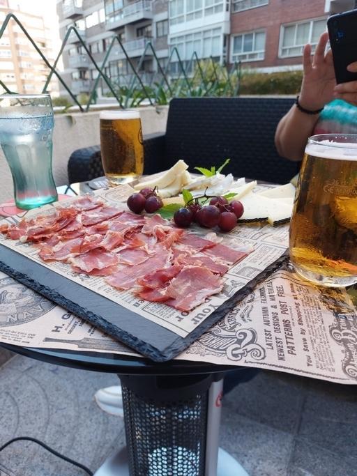 Donde comer en vigo. tapas en vigo. taperia la martina en vigo. bar con terraza en vigo. bar en vigo