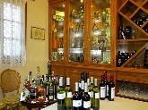 Bodega selecta en el Restaurante Granja Santa Creu, paellas valencianas a leña en LA ELIANA