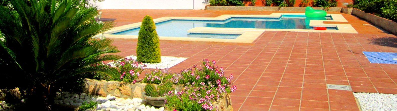 Construcción y mantenimiento de jardines en Vilamarxant,  jardines y piscinas en Vilamarxant