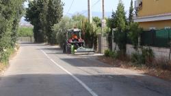 El nuevo tractor municipal comienza a desbrozar carreteras y caminos de nuestro término de la Pobla de Vallbona