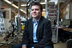 Pablo Jarillo, llicenciat en la Universitat de València, premi 2020 de la Reial Societat Espanyola de Física (RSEF)-Fundació BBVA