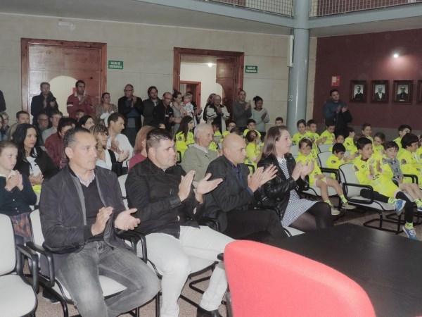 La escuela ciclista Stefano Garzelli de Bétera presenta sus niños y anuncia la final del campeonato autonómico en Torre en Conill