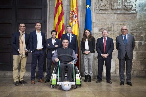 Ortoprono presenta la única silla de ruedas que permite practicar fútbol a la Generalitat