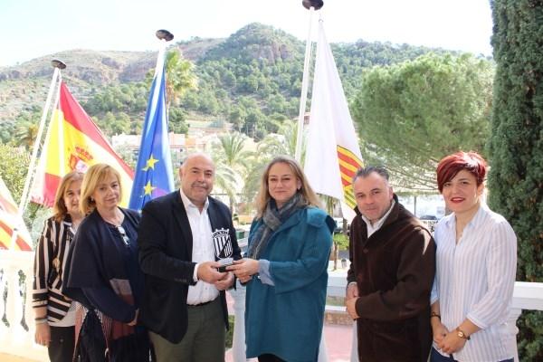 El Ayuntamiento de Nàquera reconoce a María Luisa Hernández como mujer innovadora en el Día de la Mujer