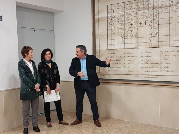La Facultad de Química de Valencia inaugura un mural de una 'Tabla de las Afinidades'
