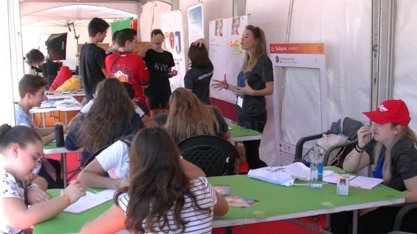 JoveFest llenó la Plaza de Europa de l'Eliana de diversión para jóvenes