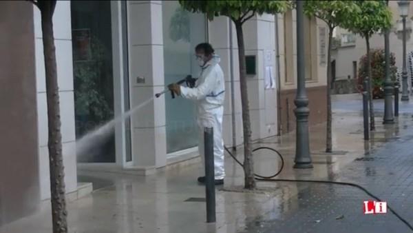 Continúa la desinfección de los espacios públicos más concurridos del casco y urbanizaciones de L´Eliana