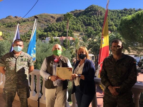 Náquera recibe un diploma por su apoyo por parte del Ejército de Tierra