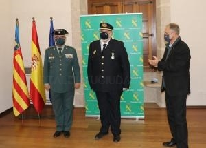 La Guardia Civil condecora al jefe de la Policía Local de Llíria