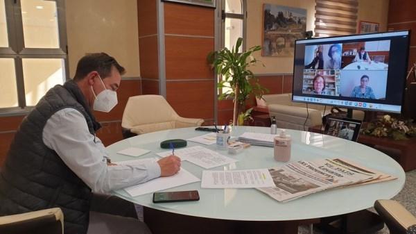 El alcalde de Riba-roja, Robert Raga inicia la ronda de contactos con el tejido asociativo social con Riba-roja Solidaria