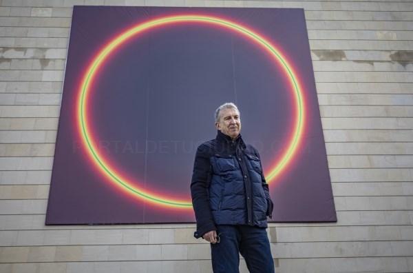 José María Yturralde interviene la fachada del Instituto Valenciano de Arte Moderno con una obra que reflexiona sobre el cosmos y el infinito