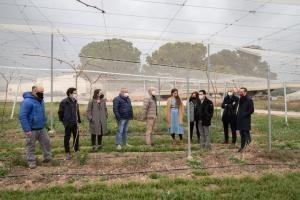 La consellera de Agricultura visita la Finca de la Casa Carlos en Llíria