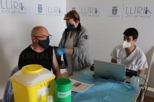 Llíria reprén la vacunació massiva de la comunitat educativa en l'edifici Multiusos