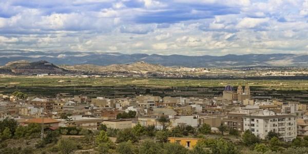 Sareb cede tres viviendas para fines sociales al Ayuntamiento de Riba-roja
