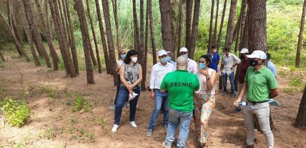 La consellera de Transición Ecológica visita los primeros cañones de agua instalados en Riba-roja como sistema pionero de prevención del fuego